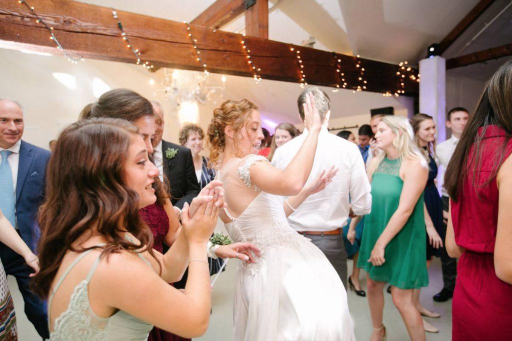 bride_dance